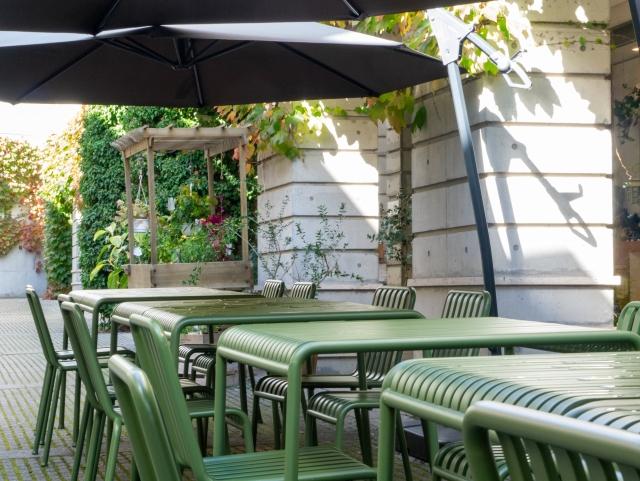 飲食店でテラス席を設ける場合は届け出が必要。テラス席を設けるにあたって分かりやすく解説!